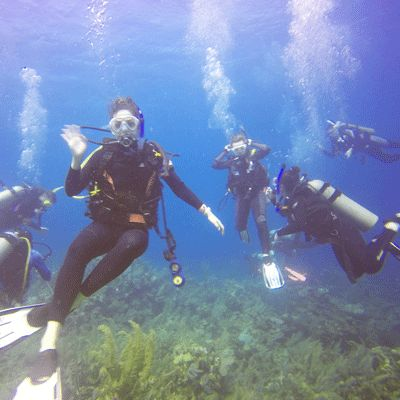 Scuba Class Is Spring Breaking in Roatán!